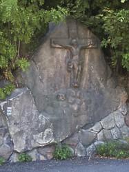 Reliéfní kříž s motivem Ukřižování na Malé Skále